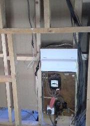 Electrician cu experienta executa lucrari