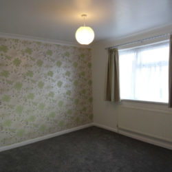 6 Bedrooms Semi-Detached House - Chadwell Heath
