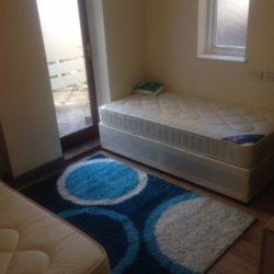 Camera dubla cu doua paturi pt. doua fete in Gants Hill