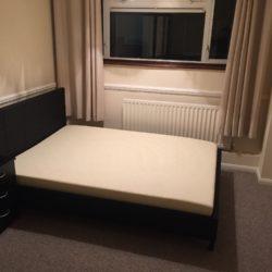 Camera este mobilata nou, parcare in fata casei, tv, internet